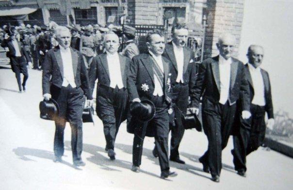 Mehdi Frashër me ministrat e qeverisë së Mbretnisë Shqiptare gjatë vitit 1943