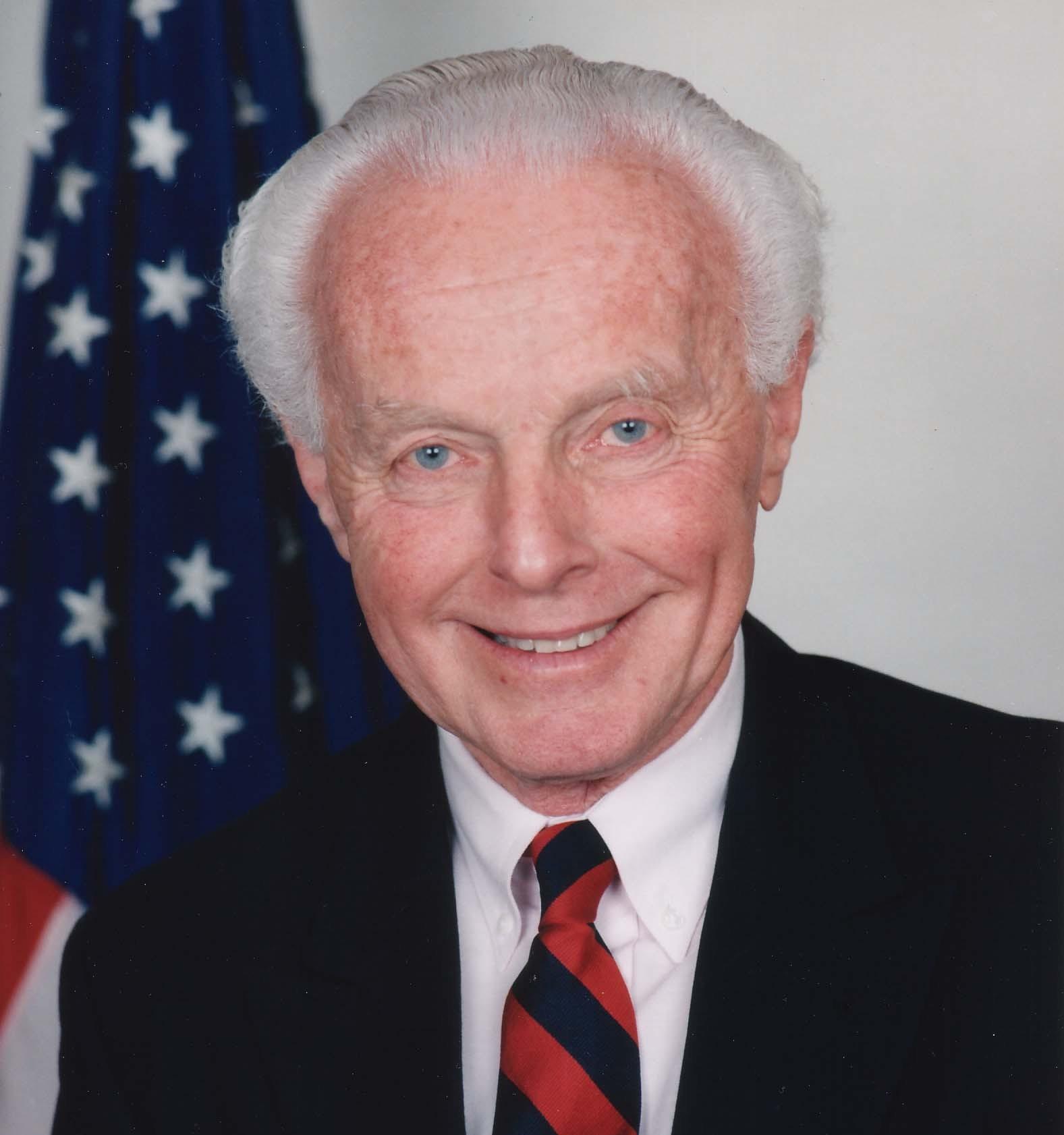 Përkujtojmë mikun e paharruar të Kosovës dhe shqiptarëve, Kongresmenin Tom Lantos