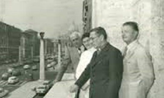 Mons. Zef Shestani dhe Prof Zef Pali ne ballkonin e Radio Vatikanit