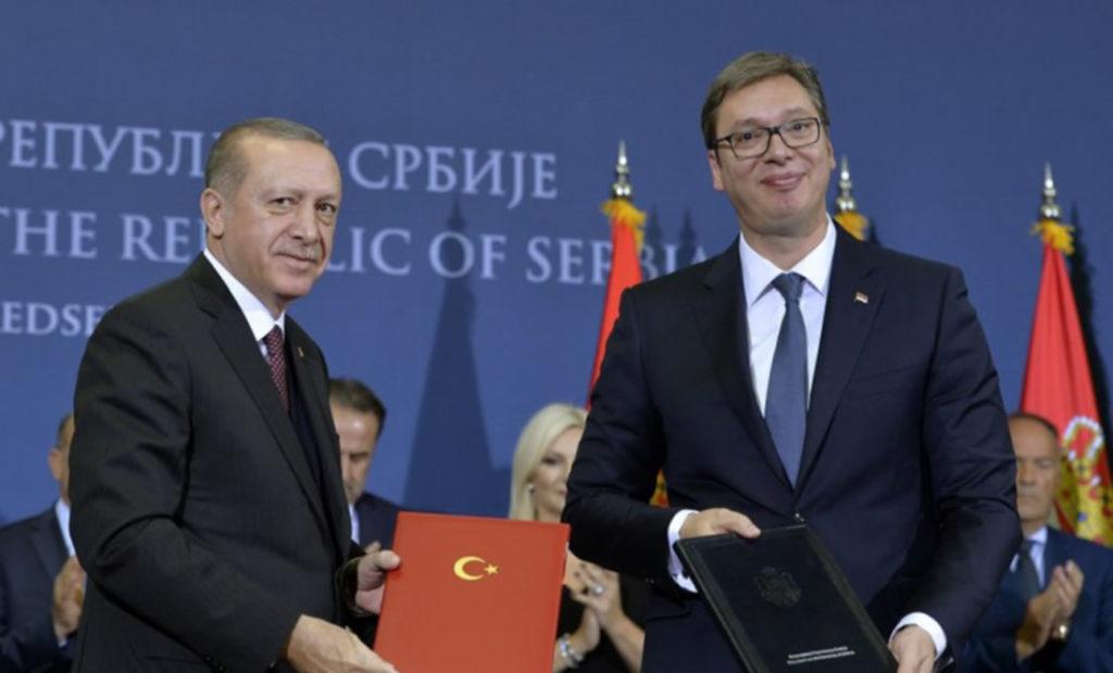 Ç'kanë shqiptarët që mrekullohen me diktatorë të huaj?