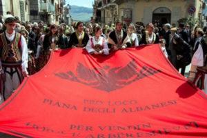 """Sintagma """"Shqipëria e madhe"""" teorikisht dhe praktikisht mbron Serbinë e Madhe"""
