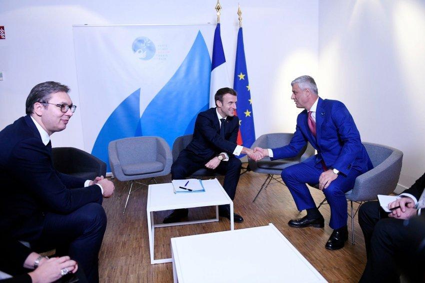 Thaçi në Paris! Qëllimi – ta fshijë Kosovën nga harta politike e Europës!