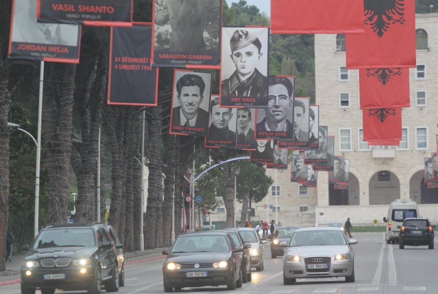 Heroi komunist i bulevardit, përpjekja heroike për të përdhunuar shoqen shifrante të Sigurimit