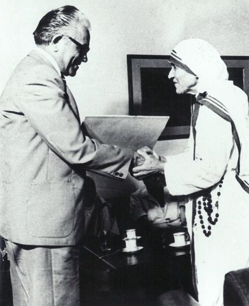 Nëna Tereze me Bahri Oruçin (Prishtinë, 28. 06. 1980).