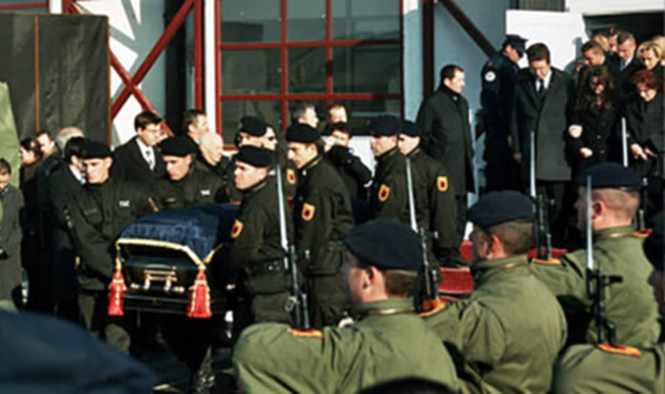 Lavdi për jetë e mot, president Rugova!