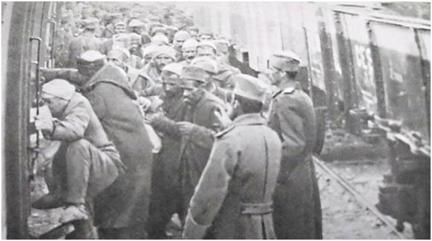 Foto 23. Bartja e shqiptarëve prej Shkupit e deri në Beograd me vagonë rus. Siç e cekem deri në Shkup për ta furnizuar me armë dhe ushqime kishin ardhur 150 vagonë rusë